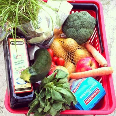 Einkaufskorb gesunde Lebensmittel