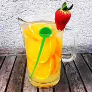 Wasser mit Orangen