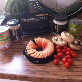 Fitnessnoodles in einer Garnelen-Gemüse-Pfanne