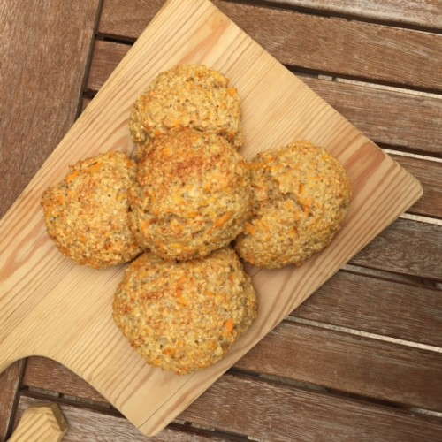Quark-Karotten-Haferflocken-Brötchen frisch aus dem Ofen