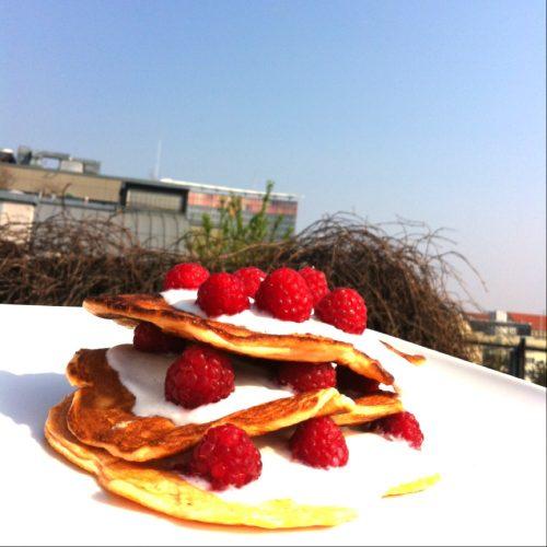 Tripple Pancake Turm mit Proteinpulver